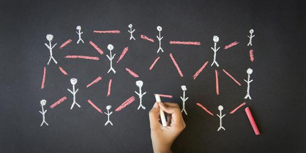 Faut-il internaliser ou outsourcer le community management ?